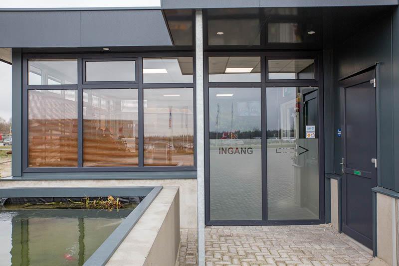 Bouwplast kunststof kozijnen en deuren in nieuwbouw truckwash Gieten