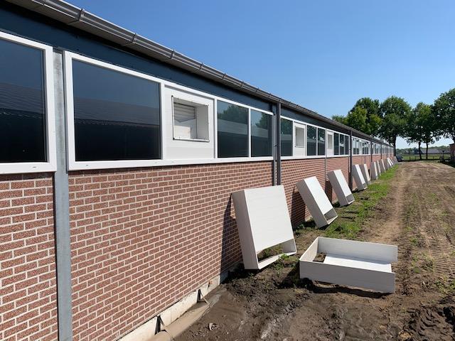 Nieuwe stallen voor varkenshouderij van den Berkmortel in Sint-Oedenrode
