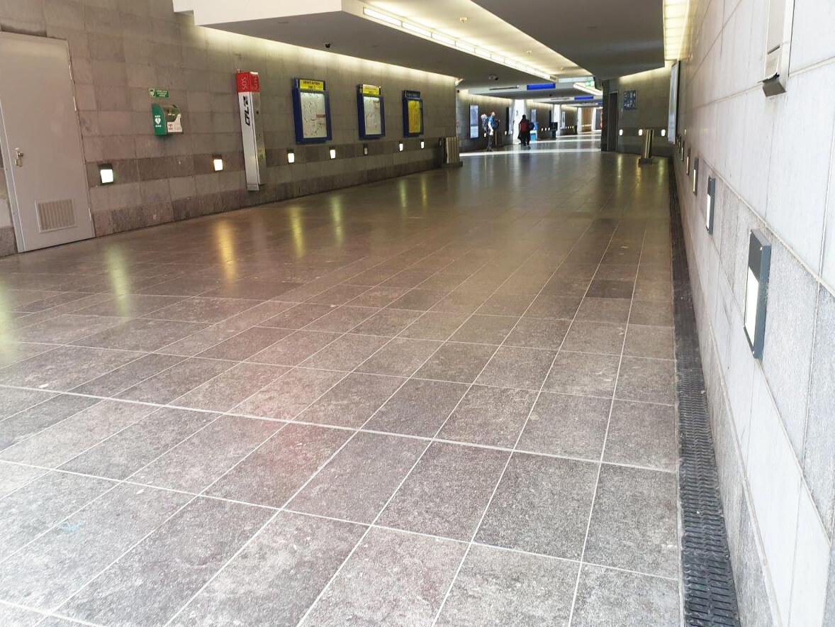 MEADRAIN SVF lijnafwatering in station