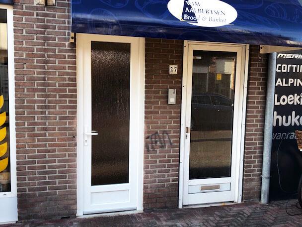 kunststof-deur-wit-winkel