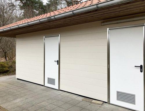 Omnidoor kunststof deuren in sanitairgebouw