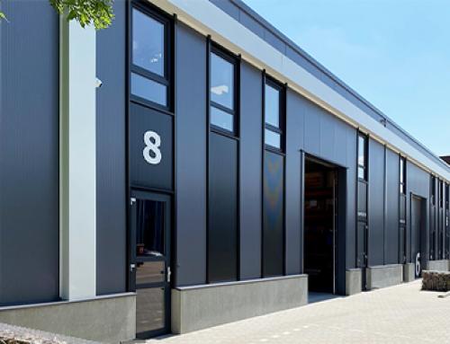 Bouwplast kozijnen en deuren in bedrijfspand Moulds & More